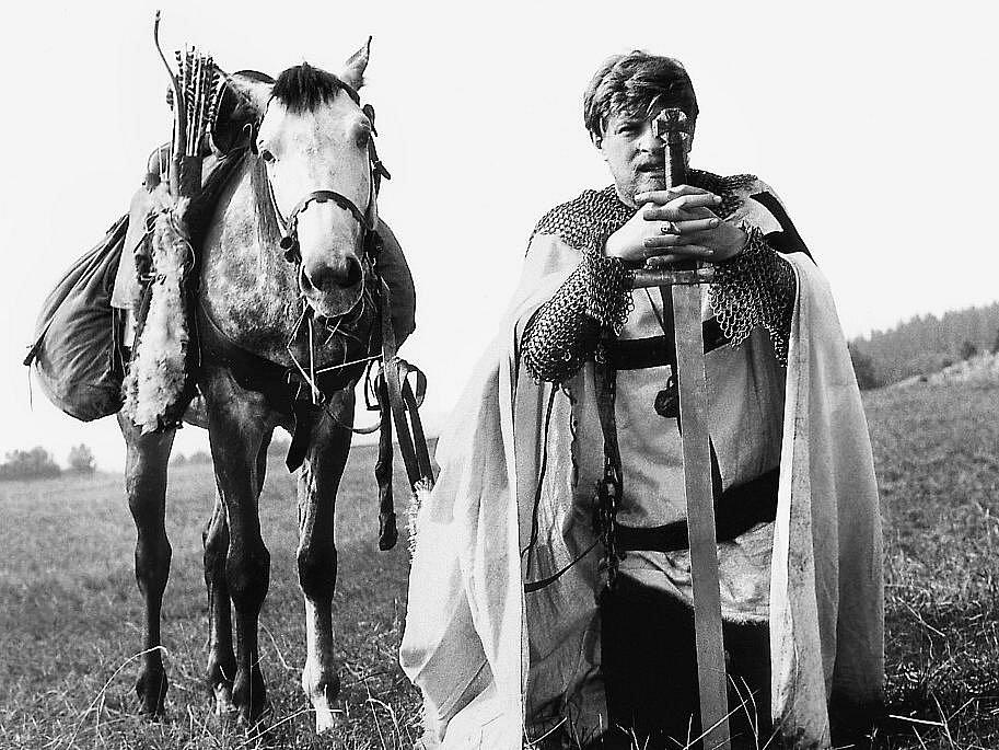 Natáčení filmu Údolí včel se odehrálo před 45 lety v Kuklově u Brlohu na Českokrumlovsku. V roli fanatického rytíře Armina se představil Jan Kačer.
