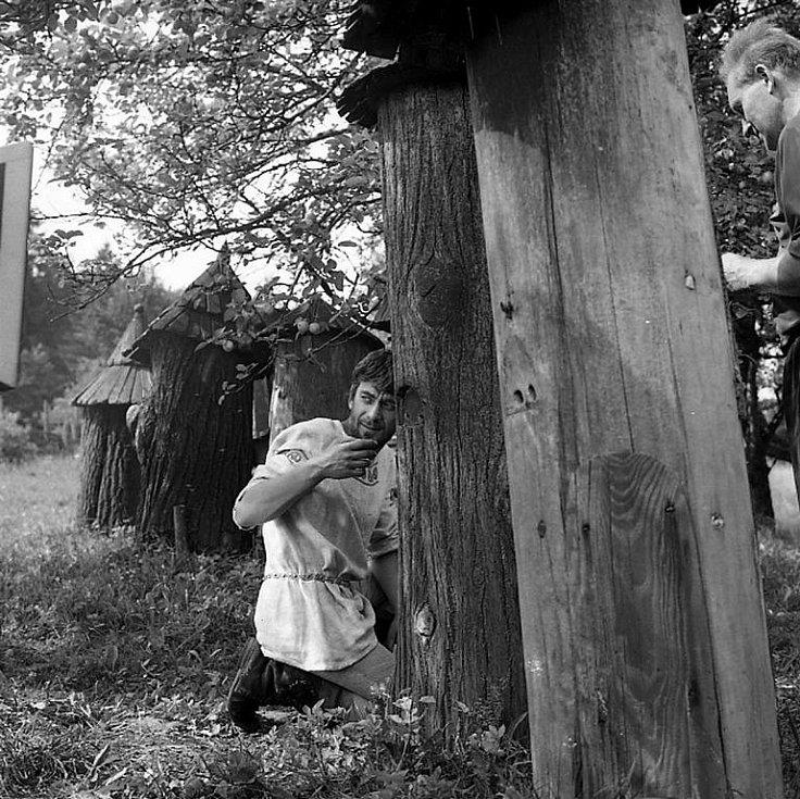 Natáčení filmu Údolí včel se odehrálo před 45 lety v Kuklově u Brlohu na Českokrumlovsku. V okolí Kuklova byly při natáčení umístěny úly, tzv. kláty. Včelařem je Ondřej (Petr Čepek).