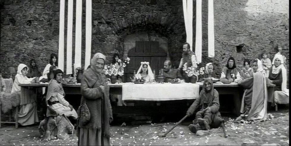 Natáčení filmu Údolí včel se odehrálo před 45 lety v Kuklově u Brlohu na Českokrumlovsku. Svatební veselí na Kuklově. V komparzu se poznávají Brložané.