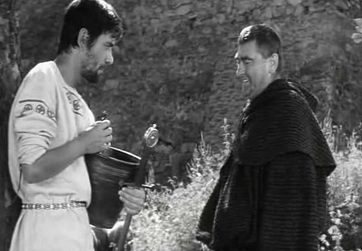 Natáčení filmu Údolí včel se odehrálo před 45 lety v Kuklově u Brlohu na Českokrumlovsku. Ondřej (Petr Čepek) rozmlouvá s knězem Blasiem (Michal Kožuch).