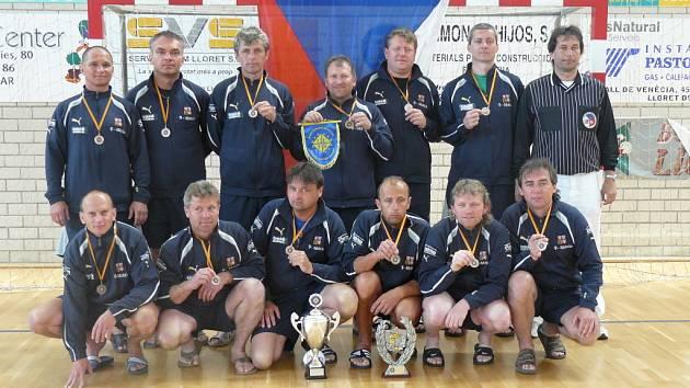 Bronzový tým klubového ME hráčů nad 40 let.