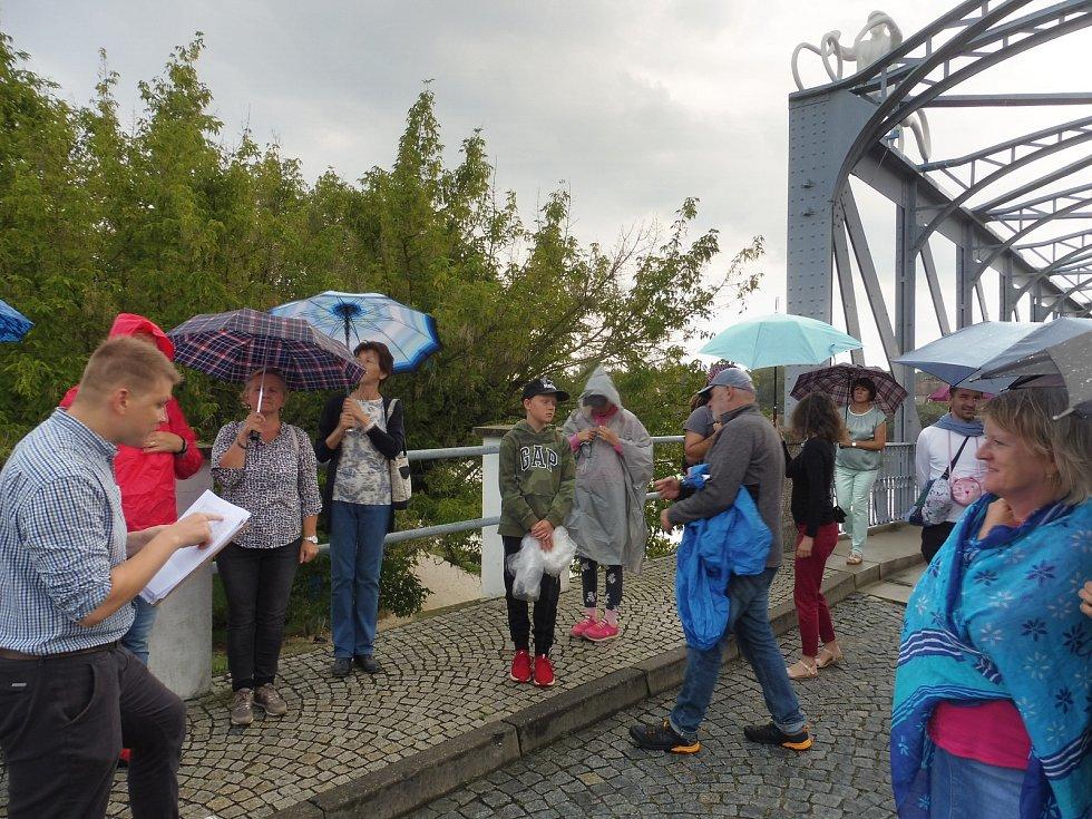 Vltavotýnský starý most a jeho okolí ožil v sobotu 3. srpna uměním.