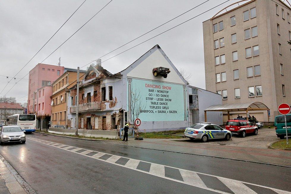 Bývalý vykřičený dům v českobudějovické Průmyslové ulici v pondělí, den po požáru.