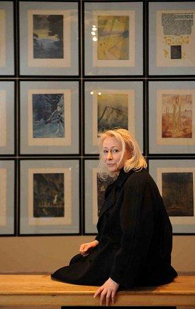 Egon Schiele Art Centrum vČeském Krumlově otevřelo pět výstav pod názvem Mysterium Šumava. Hlavní expozice představuje dílo Josefa Váchala (1884 - 1969). Na snímku ředitelka galerie Hana Jirmusová Lazarowitz.