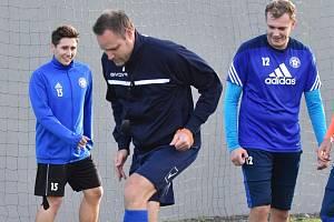 Katovice poté, co se Roman Malý rozhodl v 5. kole po debaklu 1:6 v Soběslavi rezignovat na funkci trenéra, představil nového kouče, jímž se stal čtyřicetiletý Přemysl Šroub.
