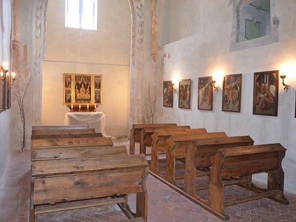 Interiér kaple Andělů strážných.