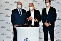 Jihočeský hejtman Martin Kuba (ODS) se svým I. náměstkem Františkem Talířem (KDU-ČSL - vpravo) a ekonomickým náměstkem Tomášem Hajduškem (ODS - vlevo).