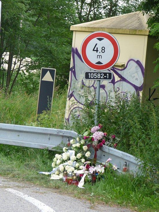 V neděli 5. července došlo u železničního přejezdu u Hluboké nad Vltavou k tragické dopravní nehodě.