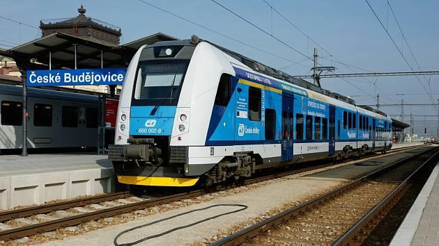 Staré soupravy budou také v jižních Čechách nahrazovat České dráhy modernějšími vozy.