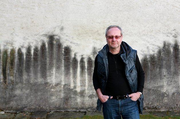 Kurátor Vlastimil Tetiva, který 37let pracoval vAlšově jihočeské galerii.