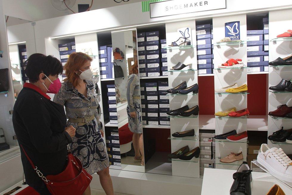 Znovuotevřeno v Českých Budějovicích,prodejna obuvi Shoe Maker,majitelka Markéta Zýková