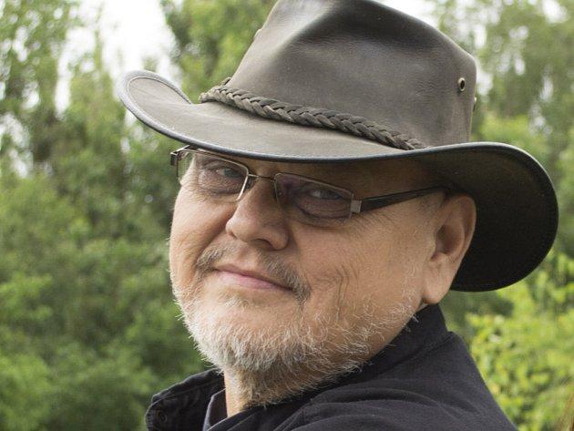 Zpěvák a legenda jihočeské country, Standa Schwarz řečený Drobek, zemřel 11. prosince 2014. Bylo mu 57 let.
