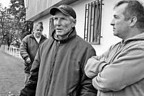 František Řezníček (vpravo) po odvolání kouče Vojtěcha Brozmana prožil v závěru podzimu neplánovaný návrat na lavičku divizního týmu. A vše zatím nasvědčuje tomu, že u mužstva zůstane i na jaře, protože hledání nového trenéra k úspěchu nevede.