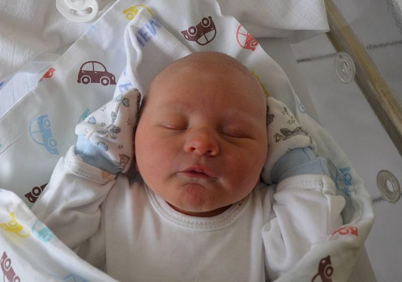 Petr Paar z Heřmaně. Prvorozený syn Marie Štěpánkové a Jana Paara se narodil 10. 5. 2021 v 18.35 hodin. Při narození vážil 3150 g a měřil 48 cm.Foto: Jana Krupauerová
