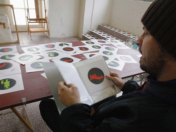 Roman Týc, autor slavné záměny panáčků na semaforech, tvoří rád vEgon Schiele Art Centru.