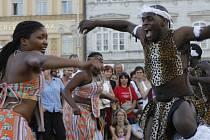 V rámci sedmého turné po Evropě přijela v úterý opět do Českých Budějovic dvanáctičlenná skupina studentů umělecké školy v Bulawayo v Zimbabwe.