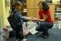 Loni sbírka pomůcek pomohla začít nový školní rok celkem 160 žákům z různých rodin.