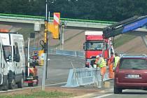 Dokončovací práce na dálnici D3 v úseku Borek - Úsilné. Komunikace bude předána do zkušebního provozu o dva měsíce dříve než se plánovalo. Už na konci září.