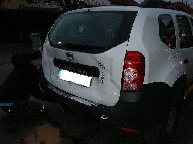 V Českém Vrbném se srazila tři za sebou jedoucí vozidla.