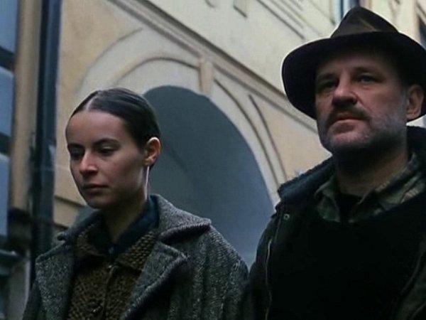 Březanova ulice vTřeboni je dobře rozpoznatelná díky podloubí. Na snímcích kráčejí Lenka Vlasáková a Christian Redl.