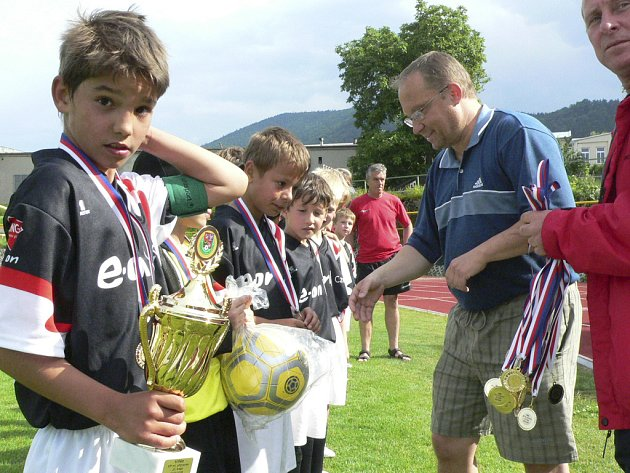 Vítězem krajského přeboru fotbalistů v kategorii ročníků narození 1999 se pro letošní sezonu stali mladíci z Dynama ČB. Svěřence trenérů Šenkýře a Vítů čeká vyvrcholení sezony, kterým bude turnaj MČR v Holešově.