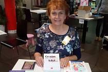 Jarmila Mandžuková, která má na kontě téměř sto knih, byla hostem Kavárny Deníku.