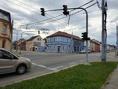 Křižovatka ulic Branišovská a Husova.