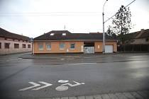 Smrt muže a ženy v Rožnově vyšetřuje policie zatím jako sebevraždu i jako násilný trestný čin.