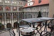 Balkonky s teráskou nejsou výjimkou. Tato patří KDÚ - ČSL.