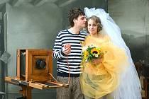 Datum 11. 11. 2011 moc neláká. Na snímku první svatba v krumlovském Fotoateliéru Seidel, Matěj Klimo a Jindra Vejvodová se brali 31. ledna 2009.