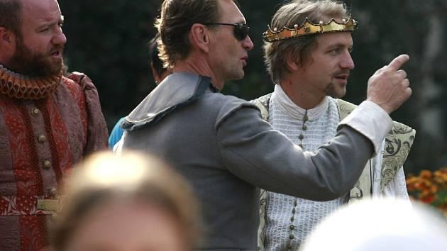 Jednu z hlavních rolí hraje v pohádce Tři bratři Tomáš Klus.