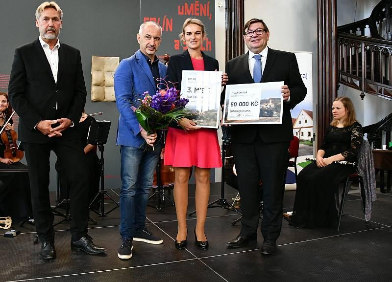 Luboš Peterka, Martin Kuba, starostka Žďáru Martina Manová a Pavel Hroch.