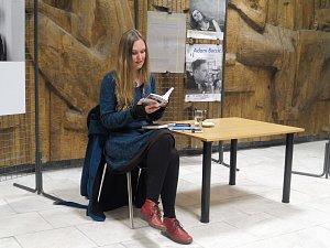 V knihovně četla Ivana Myšková
