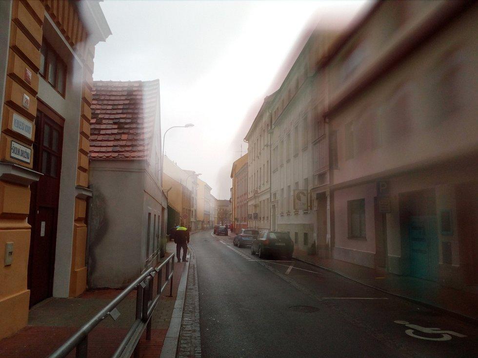 V silném větru a dešti byla dopoledne 10. 2. 2020 uzavřena část ulice J. Š. Baara v Českých Budějovicích.