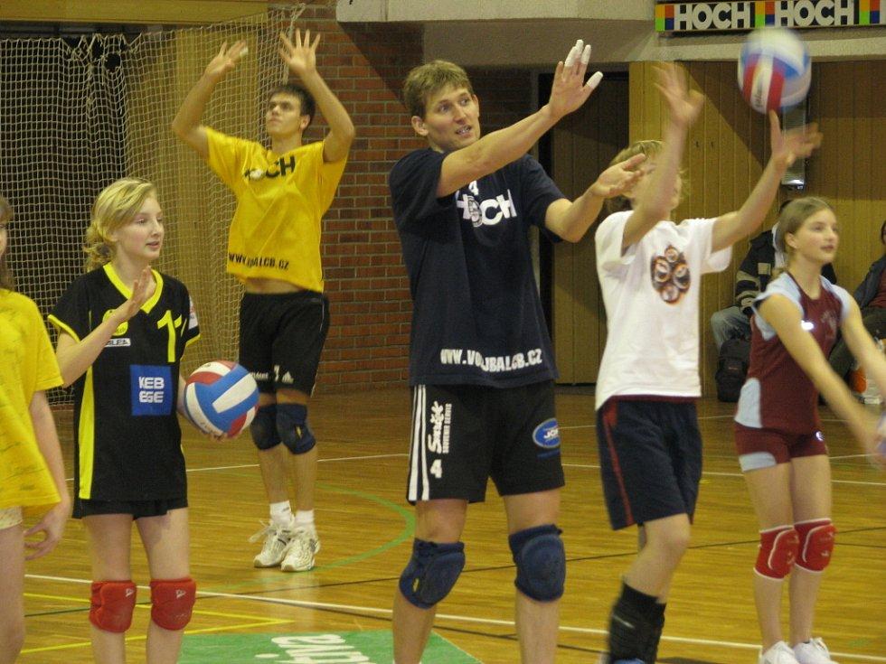 V rámci projektu České Budějovice – město sportu, který je dotován z fondů Evropské unie, přivítali hráči Jihostroje ČB mladé i dospělé nadšence, kteří se zajímali o to, jak profesionálové trénují.