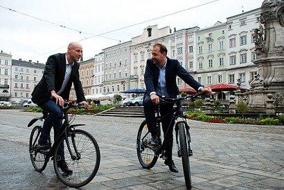 Linečtí politici podporují cyklistiku. Vpravo místostarosta Baier.