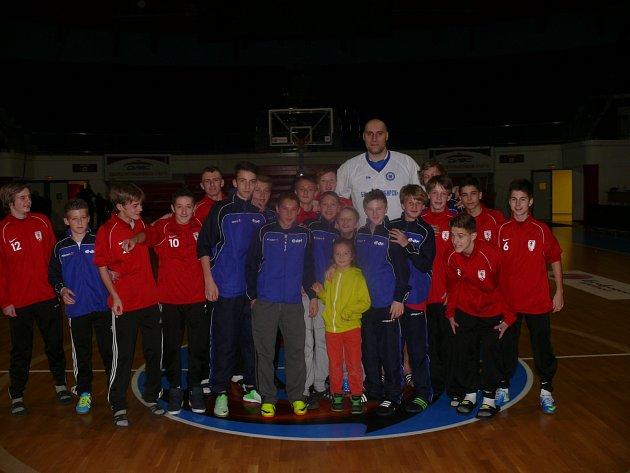 Fotbalisté vyrazili na basketbal, S ruským obrem Pavlem Podkolzinem