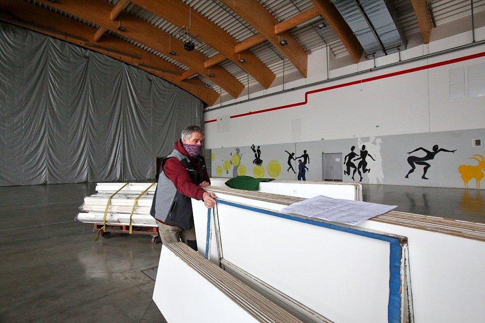 Na Výstavišti se od úterý staví v pavilonu T očkovácí centrum. V provozu by mohlo být o začátku února.