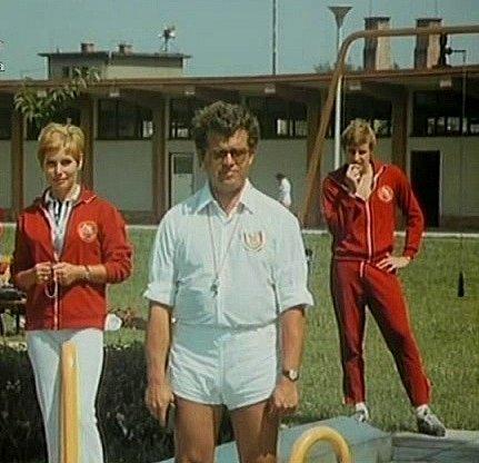 """Také venkovní část bazénu ve Strakonicích """"vytěžili"""" filmaři. Hlavní hrdina se tu pokouší uplavat nominační limit."""