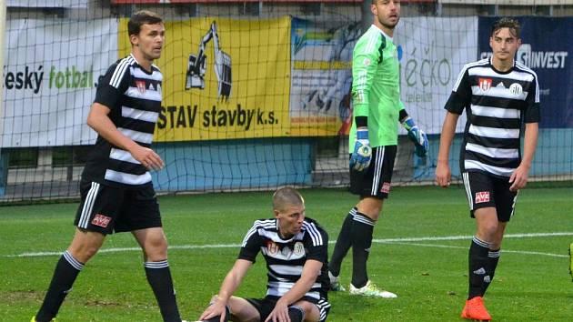 Smutek fotbalistů Dynama po prvním gólu Sparty, která v Mol Cupu nakonec vyhrála v Č. Budějovicích 2:1.