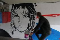 Graffiti v podchodu pod Krumlovským mostem u kulturního domu Slavie v Českých Budějovicích. Portréty tam mají Karel Roden a Marta Kubišová.