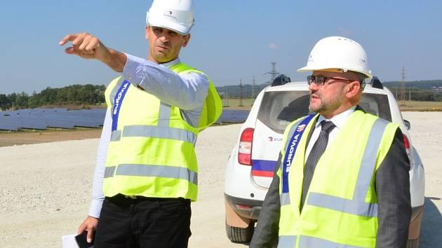Hejtman Zimola při prohlídce stavby dálnice D3 v úseku Úsilné-Borek.
