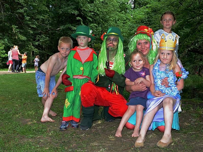 Benefiční koncert a dětský den Kdo má rád na zámku Nové Hrady.