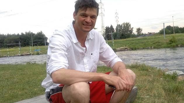 Lukáš Pollert v Českém Vrbném u umělého slalomového kanálu