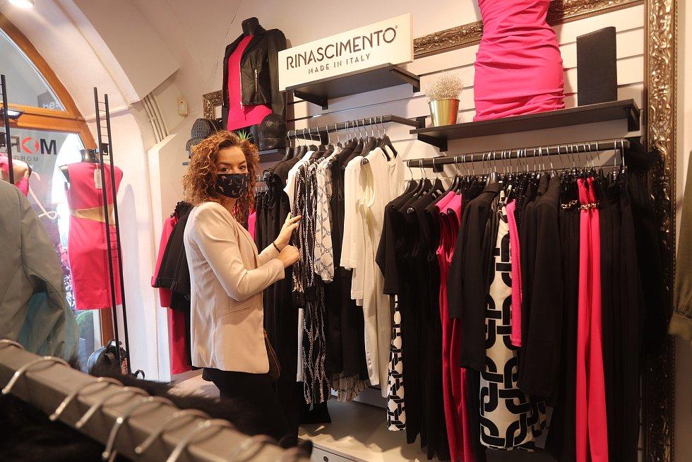V pondělí po koronavirové přestávce otevřela i prodejna oděvů Best Line na náměstí v Českých Budějovicích.