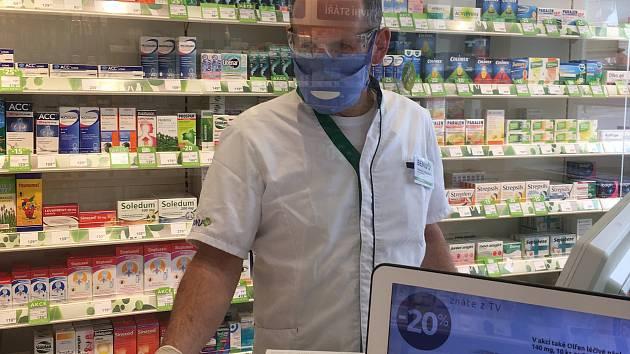 Lékárník Tomáš Svačina pracuje v českobudějovické BENU Lékárně na Senovážném náměstí.