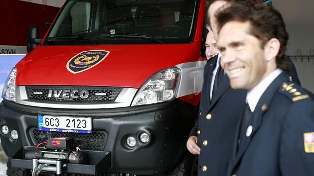 Nové auto pro mimořádné zásahy mají profesionální hasičiz Krumlova. Najde uplatnění u závažných nehod.