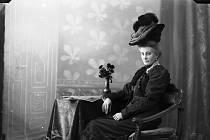Snímek z archivu Muzea Fotoateliér Seidel. Pochází z roku 1906.