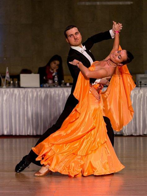 PÁR. Tomáš Ondrášek a Radka Karvánková uspěli na evropském šampionátu v Moskvě. Celkem přivezli osm zlatých medailí. Největší radost mají z vítězství v disciplíně show dance duo.