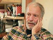 Malíř a scénograf Tomáš Paul, který žil poslední léta v Třeboni, zemřel 6. května 2015. Bylo mu 68 let. Na snímku z roku 2013 ve svém třeboňském ateliéru.